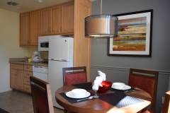 kitchen.dining-table